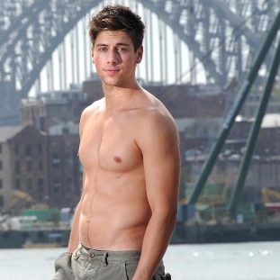 OMG, his butt: 'Home & Away' star Lincoln Younes | OMG.BLOG